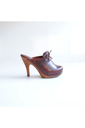 dark brown vintage clogs
