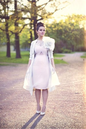 ivory H&M coat - light pink River Island dress - gold Carvela heels