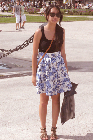 Ray Ban sunglasses - Hugo Boss top - H&M skirt - vintage purse - shoes