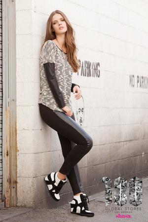 Shasa sweater - Shasa leggings - Shasa sneakers