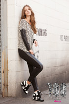 Shasa sweater - Shasa leggings - Shasa sneakers