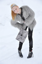yeti faux fur Zara coat - Esprit jeans - khaki sweater Matinique sweater - Diese
