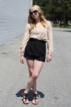 beige Vintage from We Move Vintage blouse - black shoes - black The We Move Vint