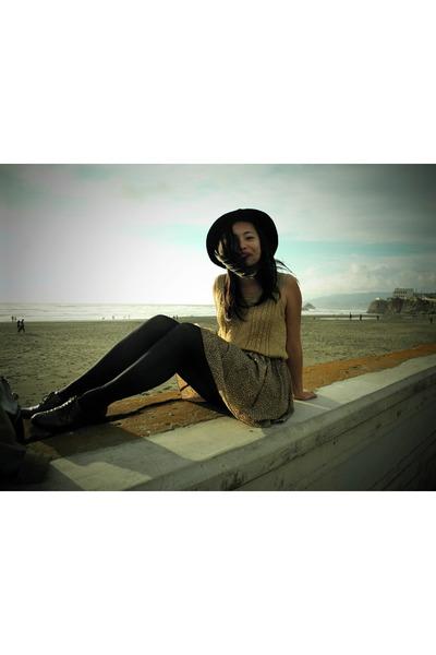 Circa Joan David shoes - Forever 21 hat