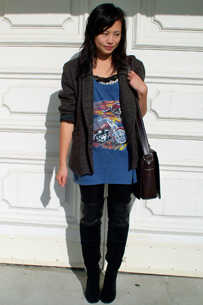 vintage blazer - thrifted t-shirt - SE Boutique boots