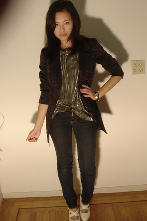 Hand It Over jacket - Ninas jeans - urban original shoes