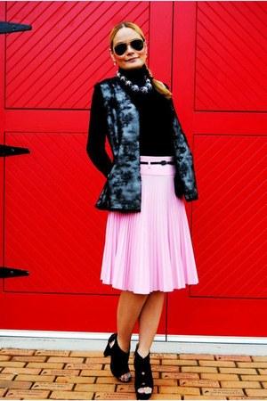 Sakkos skirt - Louis Vuitton bag - Via Spiga vest
