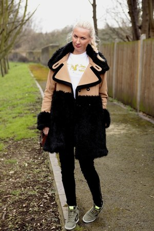 white Kenzo t-shirt - brown faux fur Juicy Couture coat - black J Brand jeans