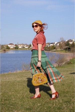mustard vintage hat - mustard vintage bag - salmon Reitmans blouse