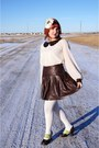 Ivory-tony-chestnut-top-ivory-hue-tights-dark-brown-danier-skirt