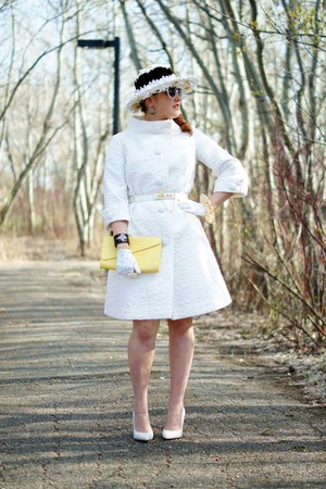 white quilted vintage coat - black daisies vintage hat