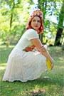 Bubble-gum-flower-crown-icing-hat-light-yellow-clutch-leather-danier-bag