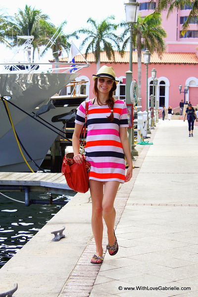 stripe H&M dress - fedora Holt Renfrew hat - madison lindsey coach bag