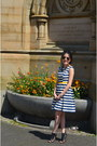 Navy-strip-primark-dress-hot-pink-floral-new-look-bag-rayban-sunglasses