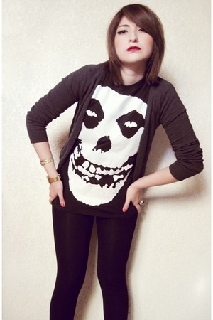 black misfits t-shirt - black cotton leggings - charcoal gray cardigan