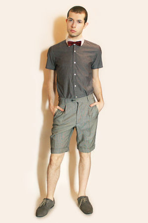 red vintage tie - gray Hanjiro shirt - gray vintage shorts - gray H&amp;M shoes