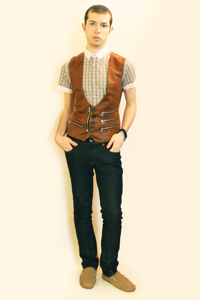 beige Sisley shirt - brown H&M shoes - blue Zara jeans - beige Deepstyle vest
