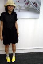 hat - LABoratory t-shirt - dress - bambini shoes