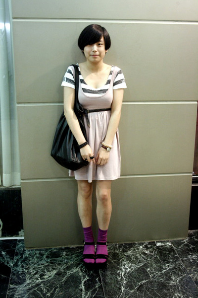 white Izzue t-shirt - pink H&M dress - black Mango purse - black belt - purple H