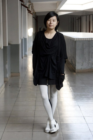 black OFIER cardigan - black AVEC homme t-shirt - black HKR collections skirt -