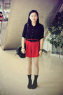Black-bata-boots-black-chapel-shirt-white-tights-red-shorts-black-bow-tw