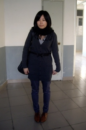  scarf - giordano t-shirt - lisamina coat - TH belt - pants - NANING9 shoes