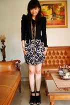 black unknown top - black unknown skirt - black Zara shoes - gold Forever 21 acc
