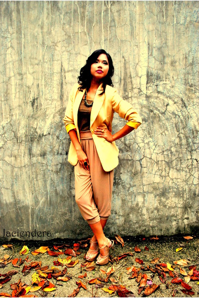 Jaciendera blazer - Jaciendera blouse - Jaciendera leggings - Aldo shoes