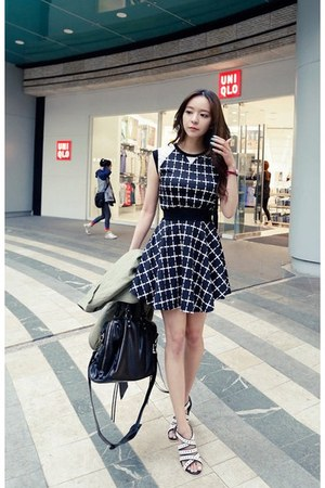 black redopin dress