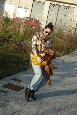 black Zara boots - 501 Levis jeans - camel Stradivarius jacket - yellow Zara bag