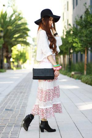 light pink floral vintage dress - black leather sam edelman boots