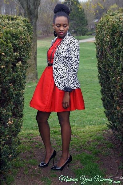 white leopard print H&M blazer