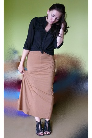 bronze Secondhand skirt - black Secondhand blouse - black F&F sandals
