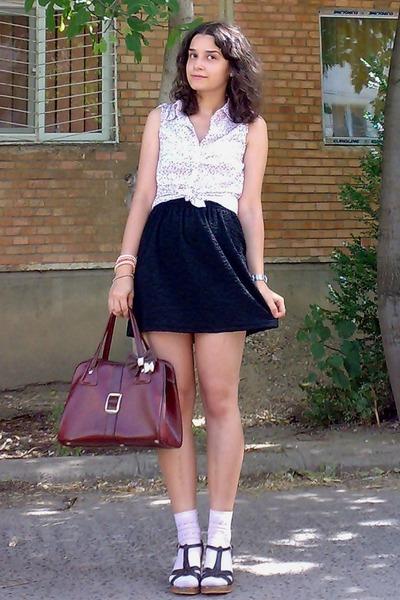 dark brown accessories - crimson vintage purse - peach socks