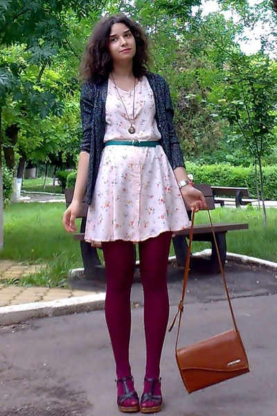 Peach-floral-thrifted-dress-maroon-tights-tawny-thrifted-purse_400