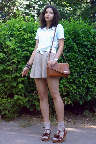 tan socks - burnt orange thrifted purse - beige high-waisted thrifted shorts