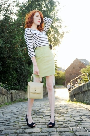 green vintage skirt - white H&amp;M top - barrats shoes - yellow vintage purse