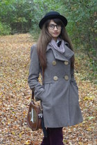 puce scarf - brown shoes - camel coat - black hat - brown bag - maroon pants