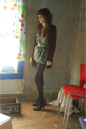 black floral vintage shirt - black eyelet Oxford shoes - black Target tights