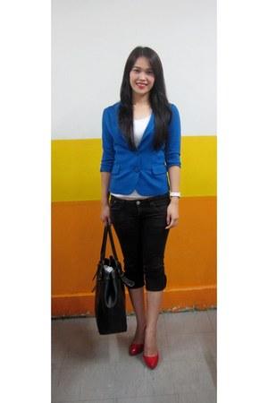 blue blazer - black bag - white top - ruby red pumps - black pants