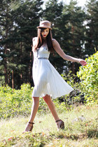 neutral bowler Monki hat - periwinkle flowy Sticks and Stripes dress