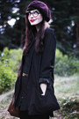 Black-nilson-boots-black-pudel-dress-crimson-beret-hlns-hat