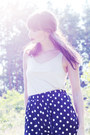Navy-polka-dot-weekday-shorts-off-white-knee-high-lindex-socks-off-white-pla