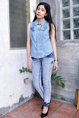 blue denim Caslon top - black spiked heels - blue acid wash hotkiss pants