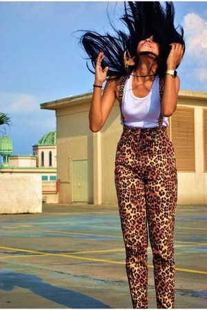 black sunglasses - leather flats - dreamcather necklace - leopard print pants