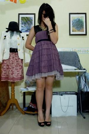 amethyst skirt - light purple heels - black top - gold necklace