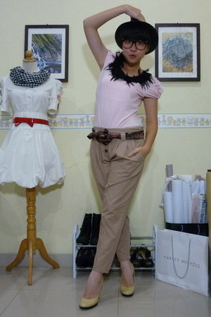pink Forever21 shirt - brown pants - brown scarf - beige Vicini shoes - black