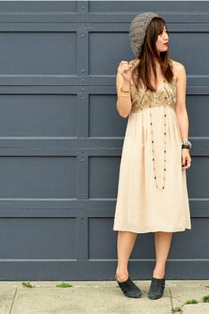 vintage dress - f21 hat - Nanette Lepore heels