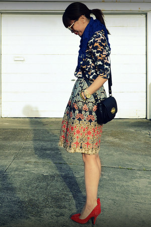 printed H&M shirt - printed Anthropologie skirt - red Gap heels