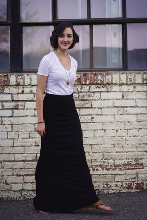black maxi ann taylor skirt - white v-neck BDG t-shirt - brown ecote sandals